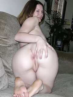 Шикарные девушки хвастаются своими круглыми попками - секс порно фото