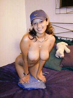 Оголила свои пышные формы - секс порно фото