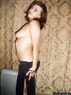 Толстенькая рыжая мамка встает раком - секс порно фото