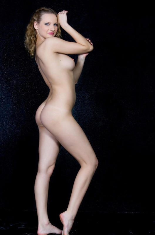 Спортивная фигура и сексуальность девушки зашкаливает - секс порно фото