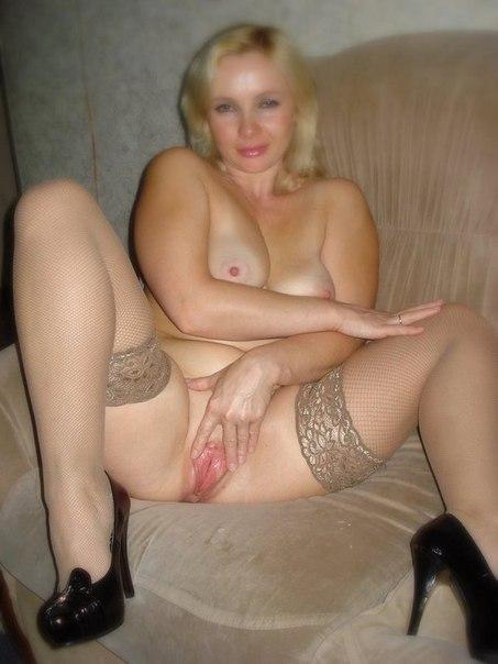 Женщины с удовольствием раздвигают свои ляжки - секс порно фото