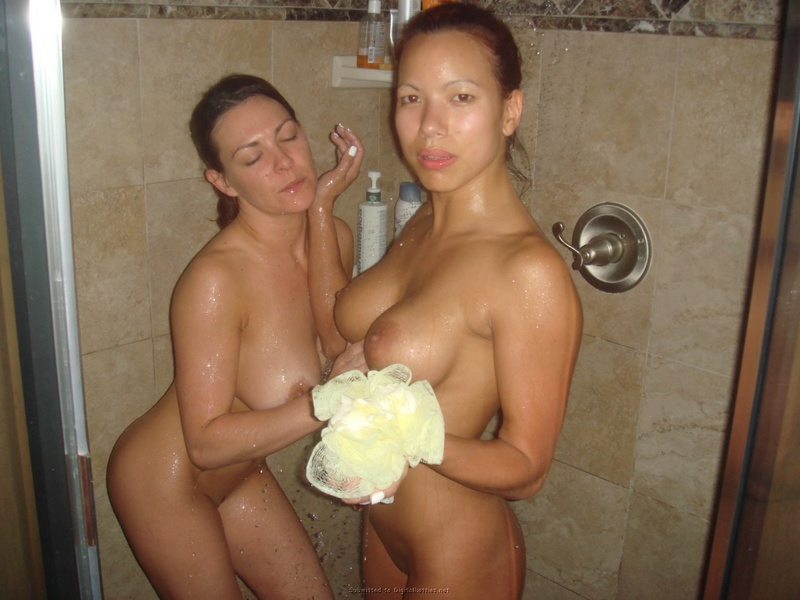 Лесбийские ласки азиаток и еще кое что - секс порно фото