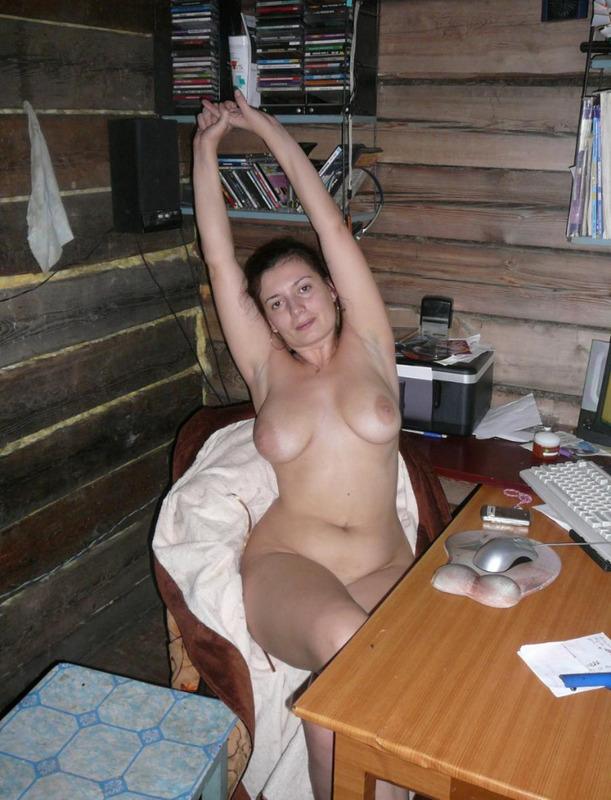 Голая мамочка выложила свои обнаженные фото - секс порно фото