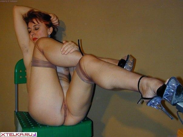 Зрелые показывают себя под юбкой - секс порно фото