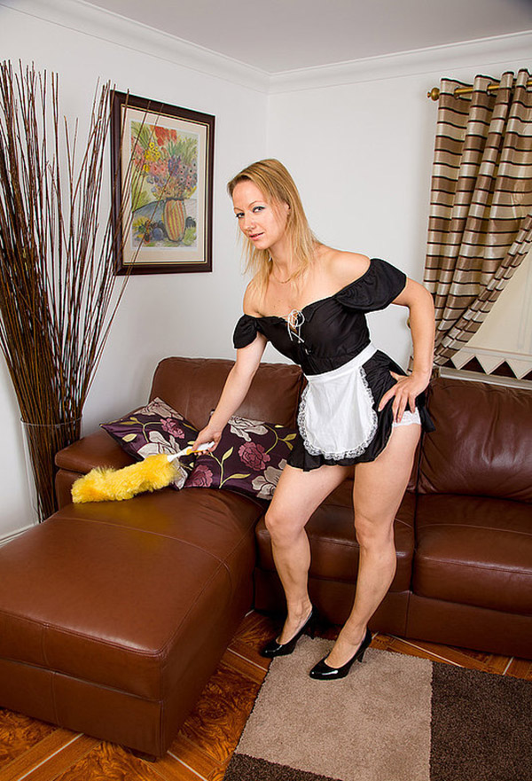 Разделась на работе и раздвинула ножки - секс порно фото