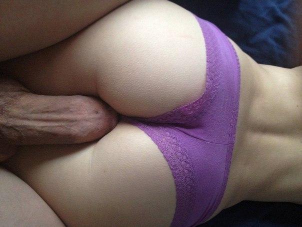 Сексуальные девочки раздеваются и показывают попки - секс порно фото