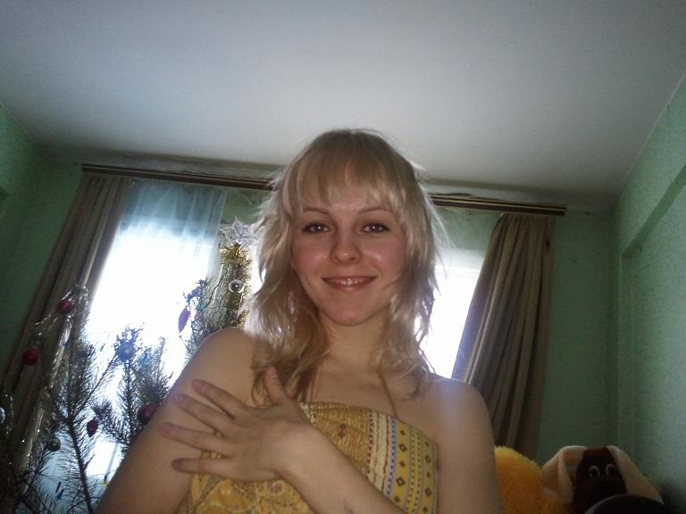 Голая блонда сняла трусики и возбудила нас - секс порно фото