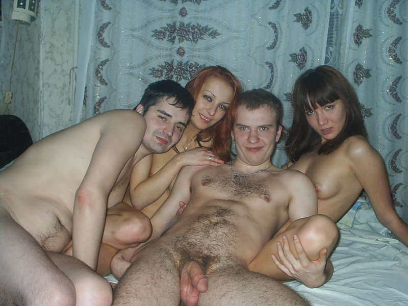Лесбийские ласки перешли в групповуху дома - секс порно фото