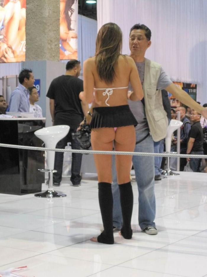 Эротика в публичных местах и  - секс порно фото
