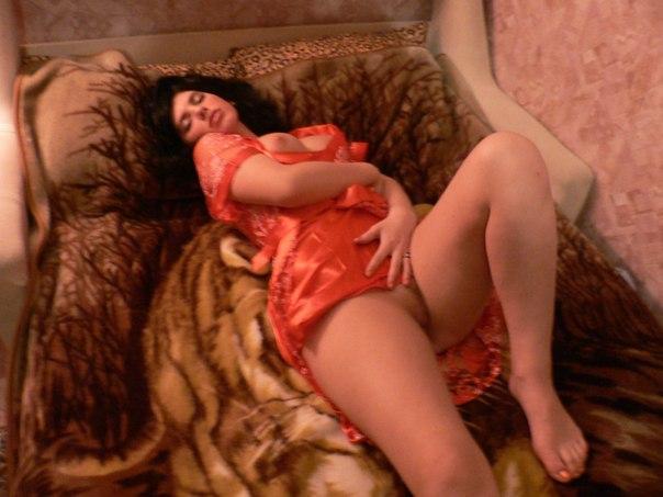 Слегка полная женщина показала себя обнаженной - секс порно фото