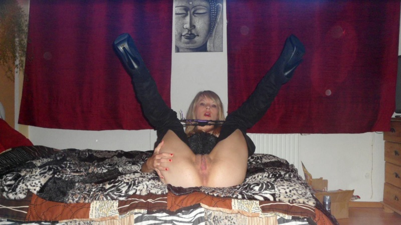 Откровенные снимки развратной телочки у себя дома - секс порно фото
