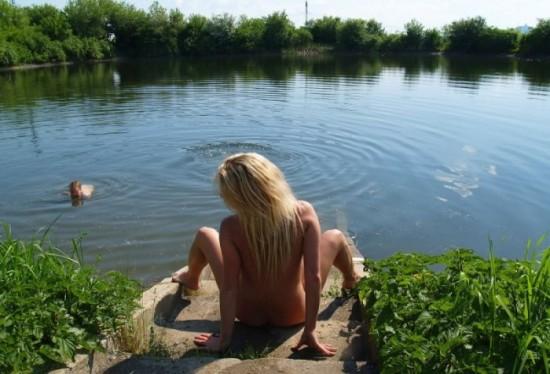 Красивая блонда оголилась перед нами - секс порно фото