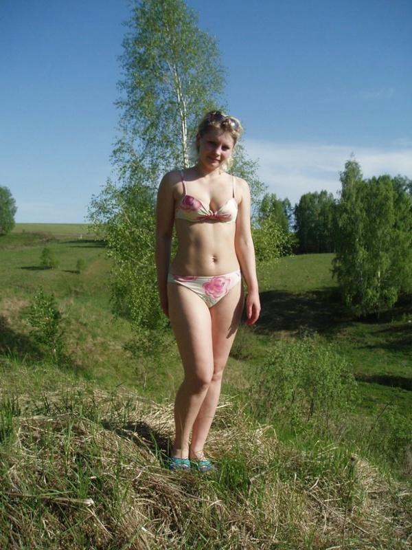 Блонда оголила свое тело  - секс порно фото