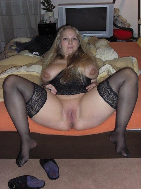 Мамки на работе и дома показывают свои вагины - секс порно фото