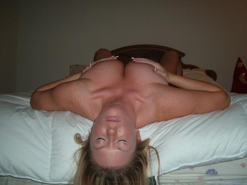 Обнаженная блонда возбудила нас - секс порно фото