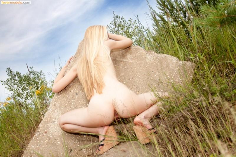 Сексуальная подруга показывает свое тело  - секс порно фото