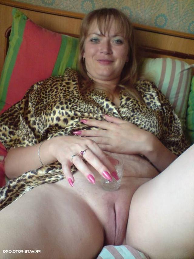 Зрелые тетки и мамки раздвигают ножки - секс порно фото