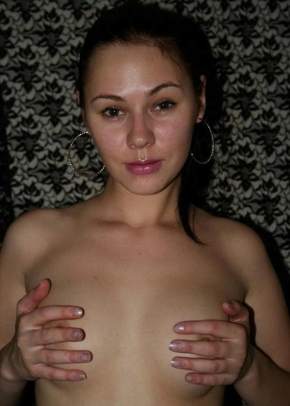 Сняла трусики и показала волосатый лобок - секс порно фото