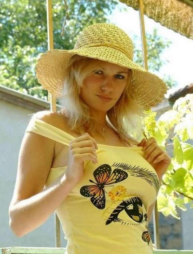 Легкая эротика похотливой блондинки - секс порно фото