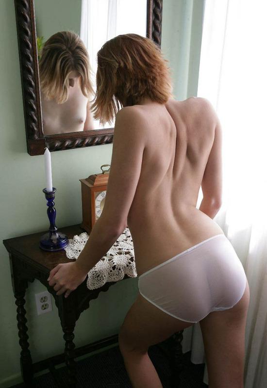 Худая няшка показала себя без одежды - секс порно фото