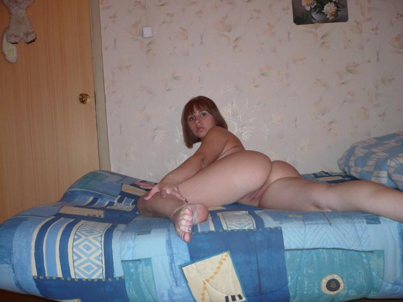 Аппетитная подруга разделась перед нами - секс порно фото
