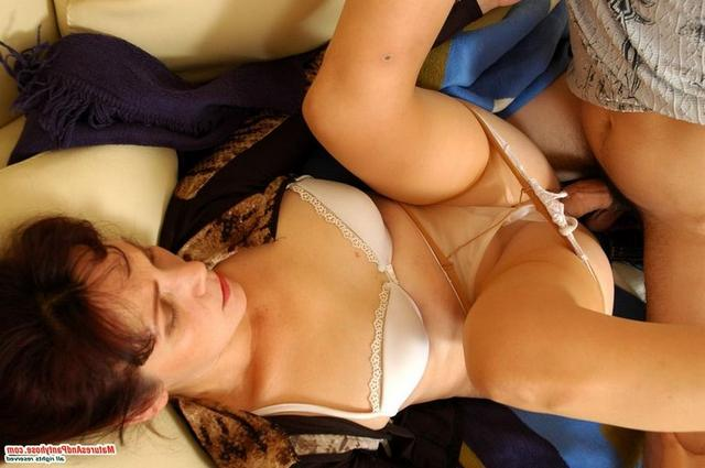 Подглядел за зрелой и остался наказан - секс порно фото