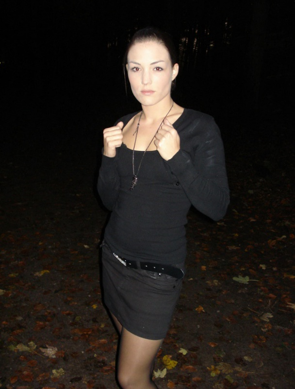 Азиатка  раздвинула ноги - секс порно фото