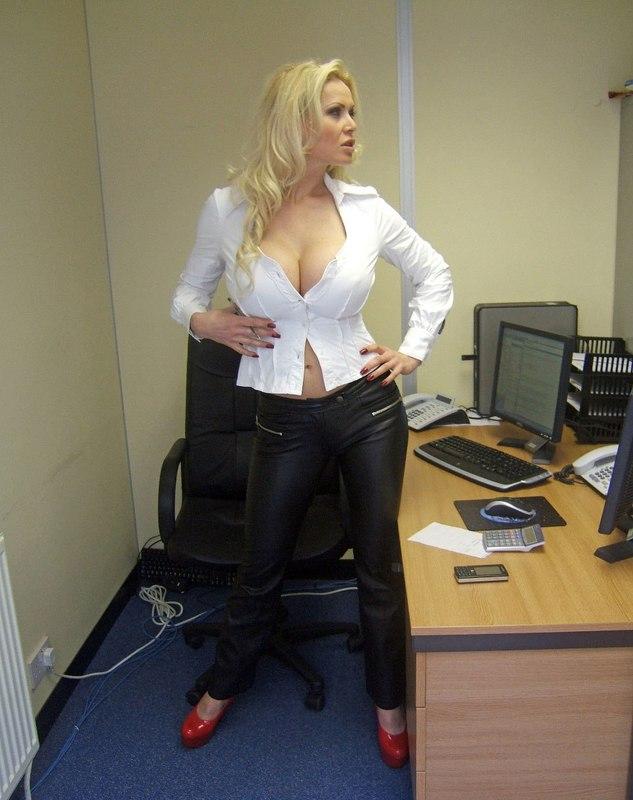 Хорошо провела время на рабочем месте - секс порно фото