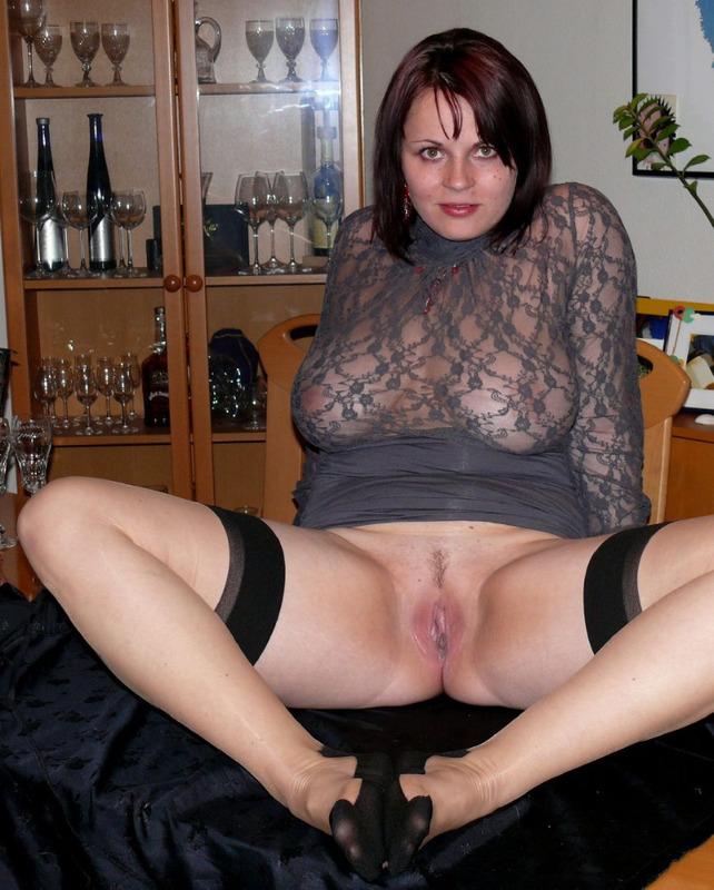 Раскинула ноги перед камерой - секс порно фото