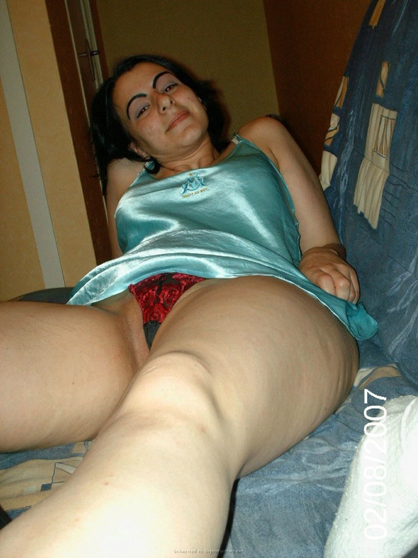 Армянка оголилась перед камерой - секс порно фото