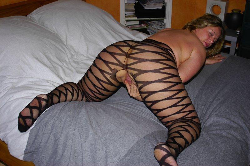 Голая полненькая мамка разделась - секс порно фото