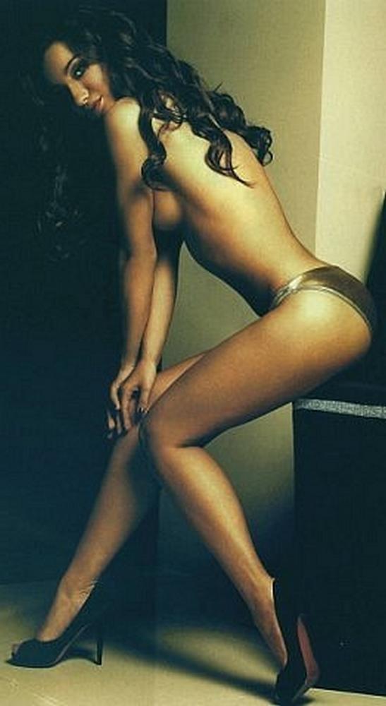Рыжая подруга показывает себя голой - секс порно фото