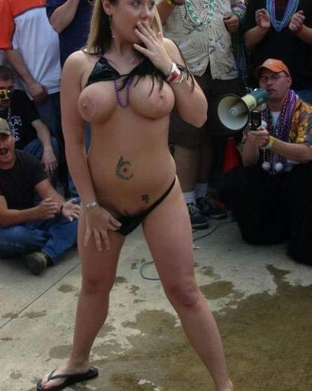 Красавицы любят снимать себя в зеркале - секс порно фото