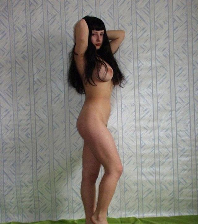 молодые подруги раздеваются и шалят - секс порно фото